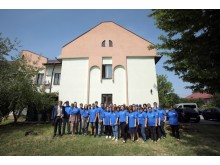 First European Ford Resource and Engagement Centre To Open in Romania.  Volunteers help with building refurbishment (7)