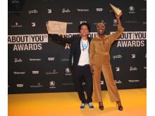 Nikeata Thompson & Michael Fritz nehmen den ABOUT YOU Award stellvertretend für Viva con Agua entgegen