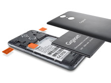 Gigaset GS160. SIM-kort, minneskort och batteri finns lätt åtkomligt under bakstycket.