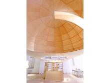 Public Luxury. Här kan besökaren stå under en av kupolerna till Rinkebymoskén.