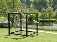 """Anne Højstrups og Palle Lindaus værk """"Et flygtigt øjeblik"""" vises i udstillingen """"Flygtighed"""" i Liselund Slotspark"""
