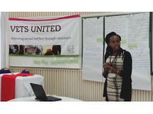 Präsentiert die Ergebnisse ihrer Arbeitsgruppe: Dr. Madeline  Nyamwanza, Tierärztin aus Malawi.