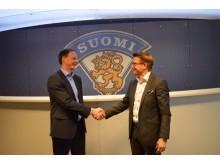 Matti Nurminen, managing director of the Finnish Icehockey Association, and Aki Helminen, Managing Director of FM Mattsson Mora Group FInland celebrating the new partnership