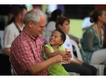 Svein Grønnern på åpningen av SOS-barnebyen i Bataan, Filippinene i 2010.