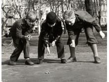 Kulspel i parken, Foto: Karl Heinz Hernried, © Nordiska museet