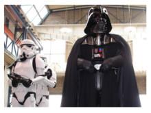 Star Wars-idolerna från Nordic Garrison besöker Barnsjukhuset och har med sig leksaker för 25 000 kronor