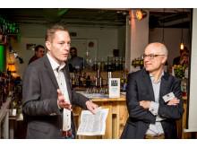 CeeClub-Vorsitzender Andreas Tafel (links) und Hans Dohr von dohr Inkasso, Hauptsponsor des Abends, begrüßen die Gäste beim gelungegen Jahresauftakt in der Mainmetropole