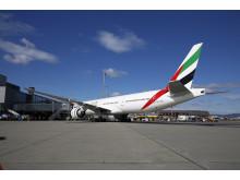 Emirates ved gate på Oslo Lufthavn