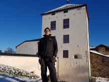 Fastighetstekniker Carl Segelborg framför Nyköpingshus