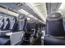 De nye ergonomiske stole betyder ekstra benplads for gæsterne på Spies' A330-300-fly. To gange om ugen hentes det fra Norge for at klare efterspørgslen.