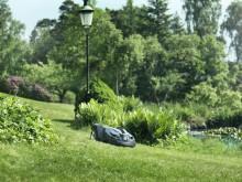 Automower klipper græsset for boligforening (3)
