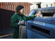 Minska ditt julavfall och sorter resten. Till exempel på en återvinningsstation för förpackningar.