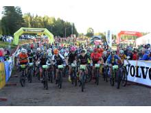 Starten av damernas tävlingsklass i Cykelvasan 90 i Berga by, Sälen, 2016-08-13 kl 07.30