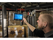 Handhelds stryktåliga tablet ALGIZ 8X i lagermiljö