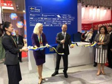Cutting ribbon