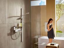 hansgrohe Unica E duschset i miljö med ShowerTablet 300