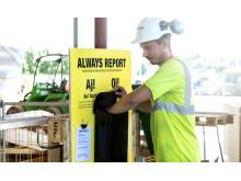 En nudge var att placera ut synliga stora gula rapporteringsstationer i direkt anslutning till arbetsmomenten ute på arbetsplatsen, likt första hjälpen stationer.