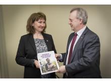 We Effect lämnar rapport till landsbygdsminister Sven-Erik Bucht