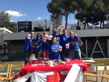 Voluntarios de Mondelez en el Día de la Banderita de Cruz Roja