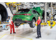Wheel assembly: the new Macan in the assembly line