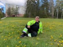 Dennis Cronlund, miljövärd Botkyrkabyggen. Foto Botkyrkabyggen