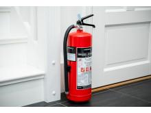 La brannslokkeapparatet stå synlig framme, så er det enkelt å finne det om det skulle oppstå en brann.