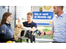 Lidls kunder kan med den nye App, Lidl Plus, få særlige tilbud, samt rabat på udvalgte varer. App'en er gratis at hente, og kan benyttes i alle dagligvarekædens 115 butikker. Digital Manager fra Lidl, Thomas Thybo, er en del af holdet bag Lidl Plus.