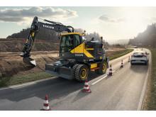 Volvo EWR150E grävmaskin - i arbete på motorväg