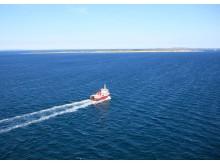 Tunøfærgen sejler stadig flere turister og sommerhusejere til den lille ø.