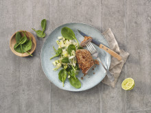 Sesambiff med lun salat