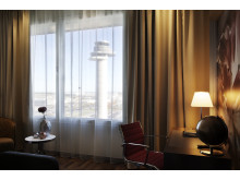 Hotellrum med utsikt mot flygtornet
