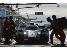 Audi R18 e-tron quattro #8 (Audi Sport Team Joest) pitstop, Lucas di Grassi, Loïc Duval, Oliver Jarvis