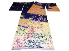 Kimono, siden / silk, mitten av 1900-talet / middle 1900s. Världskulturmuseerna, Östasiatiska museet