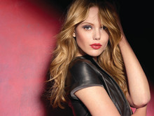 Frida Gustavsson nytt ansikte för Maybelline New York