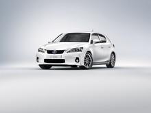 Stort intresse för Lexus kompakta fullhybrid – kommer till Sverige i april (framifrån)