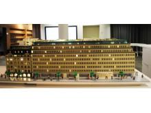 Sveavägen 44 i LEGO, vy från Sveavägen