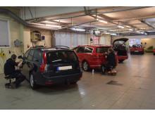 På Alingsås Bilvårdscenter tvättas och rekondas ett 15-tal bilar varje dag.