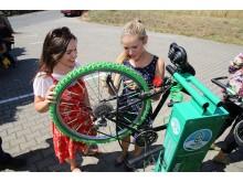 Ob Schraubenschlüssel oder Luftpumpe - die Fahrrad-Selbsthilfewerkstatt bietet rund um die Uhr ein umfangreiches Equipment an