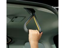 Rejäla handtag underlättar i- och urstigning i Toyotas JPN Taxi