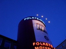 Folkteatern i kvällsljus