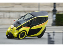 Familjer och företag testar ultrakompakta elfordonet Toyota i-Road