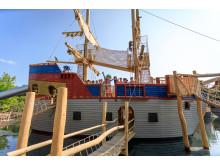 Neues Piratenschiff mit Kindern und Pirat Rico