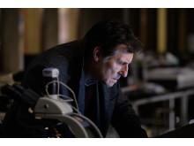 Gabriel Byrne spelar en av huvudrollerna i War of the worlds på FOX