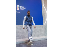 Zlatan Ibrahimović zeigt sein Können in der Visa Everywhere Lounge bei seiner Ankunft bei der FIFA Fussball-Weltmeisterschaft 2018 Russland™.