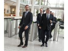 f.v. H.K.H. Kronprins Haakon, DNV GLs Sverre Danielsen og adm.dir. DNV GL Henrik Madsen