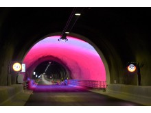 Wie auch im längsten Straßentunnel der Welt in Lœrdal sind Straßenführung und Farben aufeinander abgestimmt