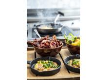 Omelett og bacon er blant frokostproduktene mange hotellgjester etterspør