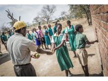 Matpaket delas ut i Malawi