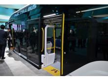 Bussens golv ligger i nivå med hållplatsens marknivå