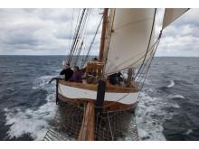 TS Britta seglar förbi Ven